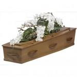 Rouwarrangement kistbedekking groen wit met Orchideen