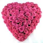 Rouwarrangement hart roze rozen