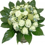 Witte rozen , compact boeket