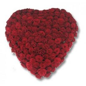 Rouwarrangement hart rode rozen