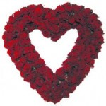 Rouwarrangement open hart rode rozen